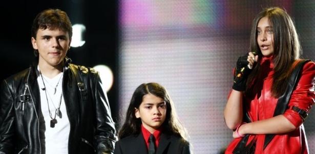 Filhos de Michael Jackson homenageiam o pai em tributo (8/10/2011)
