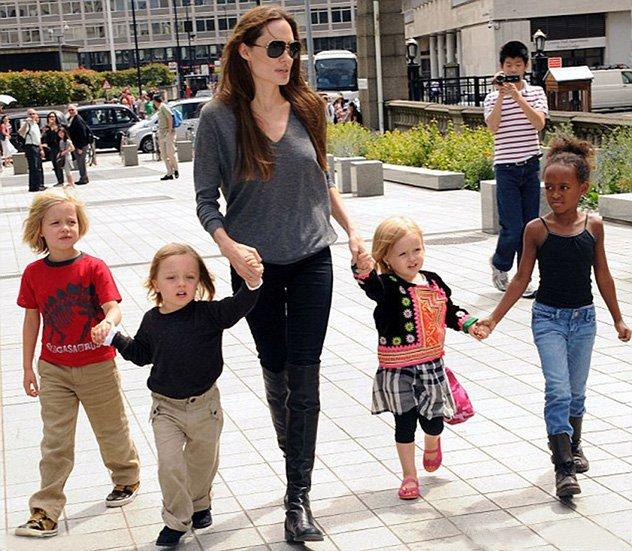 أولاد Angelina Jolie هكذا أصبح شكلهم وهكذا تغي روا عبر السنين