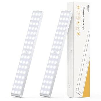 Racokky Réglable 50 LEDs Lampe à Détecteur de Mouvement 4 Modes(Nouveau: Mode avec Détection de Passage en Pleine Lumière) Veilleuse USB Rechargeable LED pour Escalier Armoire Placard Entrée