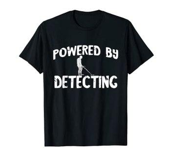Alimenté par la détection de métaux de chasse de relique T-Shirt