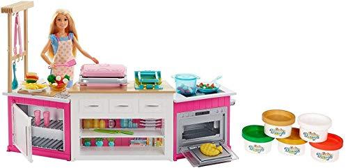 Barbie FRH73 - Cucina da Sogno con Bambola, 5 Aree di Gioco, Pasta Modellabile, Luci e Suoni,...