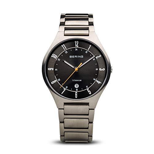 Bering Herren Analog Quarz Uhr mit Titan Armband 11739-772