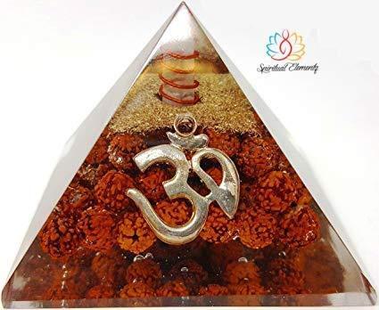 Spiritual Elementz Rudraksha Orgone Pirámide de 3 pulgadas con símbolo OM protector de piedra de energía negativa.