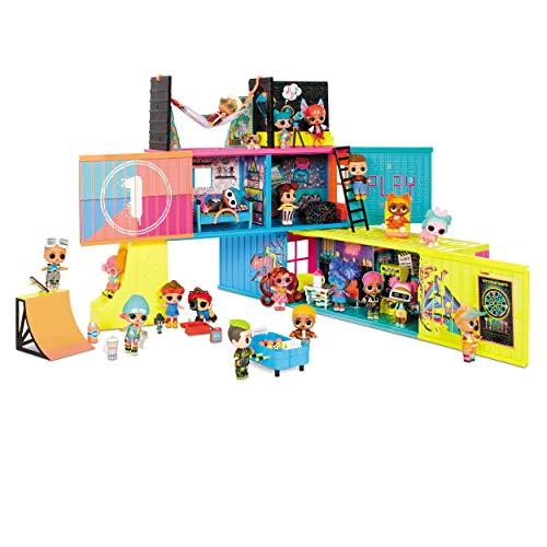 Image 1 - LOL Surprise Clubhouse. Maison de poupée, 40 surprises et plus. 2 poupées exclusives, 7 espaces, cuisine, chambre, terrasse, salle de jeux et encore! Meubles et accessoires. Pour fille de 4ans et plus