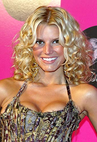 Posterazzi Poster Print Collection EVC0423APRAJ052LARGE Jessica Simpson Arrives at Her Dessert Beauty Launch Party at Marquis April 23 2004 in New York City