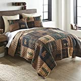 Full / Queen Bedding Set - 3 Piece - Brown Bear Cabin by Donna Sharp - Lodge Quilt Set with Full/Queen Quilt and Two Standard Pillow Shams - Fits Queen Size and Full Size Beds - Machine Washable