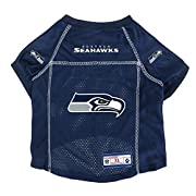 Officially licensed NFL, NCAA, NHL pet jersey is made from 100% polyester fabric Bold team colors and eye-catching team graphics emblazon each jersey Woven jock tag and woven shield complete your furry friend's game day look Please see size chart to ...
