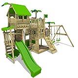 Très grande cabane en bois sur pilotis avec aire de jeu complète