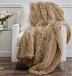 GIVE THE GIFT OF COZINESS: Is there a better gift this holiday season than our super soft throw blankets? Soft, cozy and warm, it makes a great choice for anyone on your list this year. It's perfect for snuggling up with a book or a cup of hot tea, o...