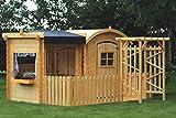 Maison en bois avec terrasse et abri pour enfants