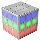 Der Rubik's Bluetooth LED Lautsprecher mit integriertem 360 Grad Licht-Effekt - die perfekte Musikanlage für unterwegs oder auf Parties - weiß