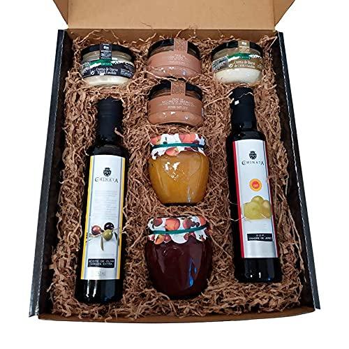 Cesta regalo gourmet con aceite oliva virgen extra, vinagre D.O. Jerez y patés de La Chinata, mermelada natural artesana naranja y miel y de fresa, cremas de queso de la Serena y queso de cabra Deliex