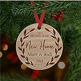 DONL9BAUER Ornamentos de Navidad para colgar con texto en inglés 'Our First Christmas In Our New Home' (Our First Christmas In Our New Home, 2020 A Year To Remember