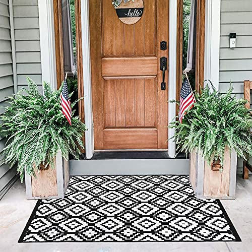OJIA Black and White Outdoor Rug,24'' x 51'' Reversible Cotton Washable Area Rug Hand-Woven Doormats Diamond Carpet for Entrance/Front Door/Pouch/Hallway