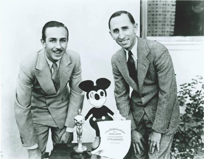 Resultado de imagen para Fotos de Walt Disney y Roy Disney