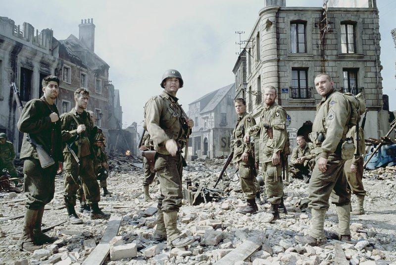 Tom Hanks, Matt Damon, Tom Sizemore, Adam Goldberg, Max Martini, and Demetri Goritsas in Saving Private Ryan (1998)