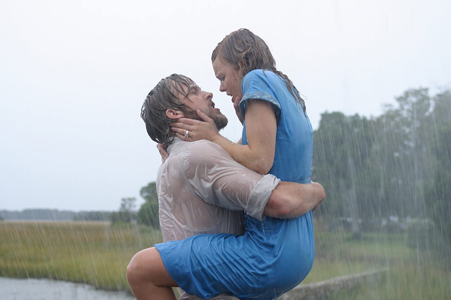Ryan Gosling and Rachel McAdams / New Line Cinema. © 2004. All rights reserved.