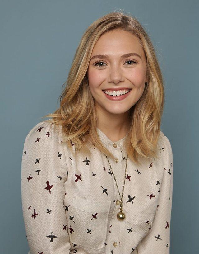 初々しい笑顔のエリザベス・オルセン