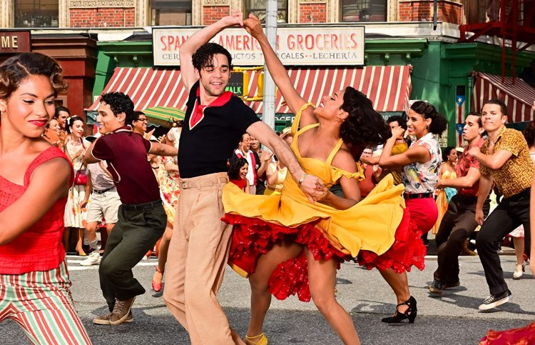 David Alvarez and Ariana DeBose in West Side Story (2020)