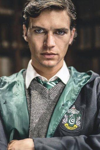 Voldemort – A Origem do Herdeiro Legendado Online