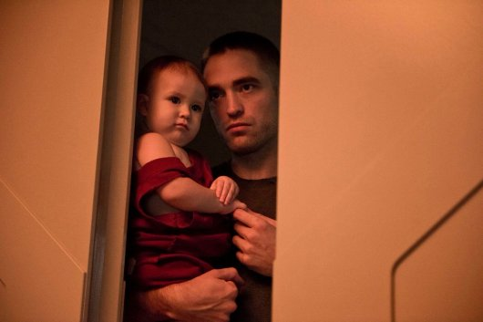 Robert Pattinson and Scarlett Lindsey in High Life (2018)