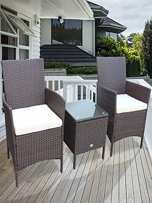 This outdoor conversation furniture set is made of premium steel frame and high-quality PE rattan.