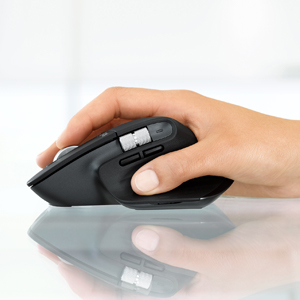 COMFORT SHAPE WITH INTUITIVE THUMB CONTROLS