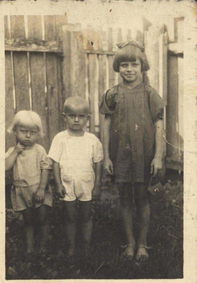 Od lewej: Kropka, Jaś i Terenia. Zdjęcie zrobione około rok przed pacyfikacją Soch