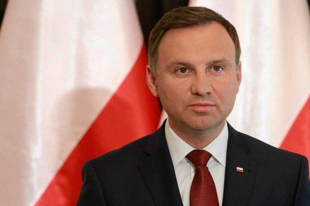 Andrzej Duda oddaje hołd tragicznie zmarłym pasażerom Tupolewa