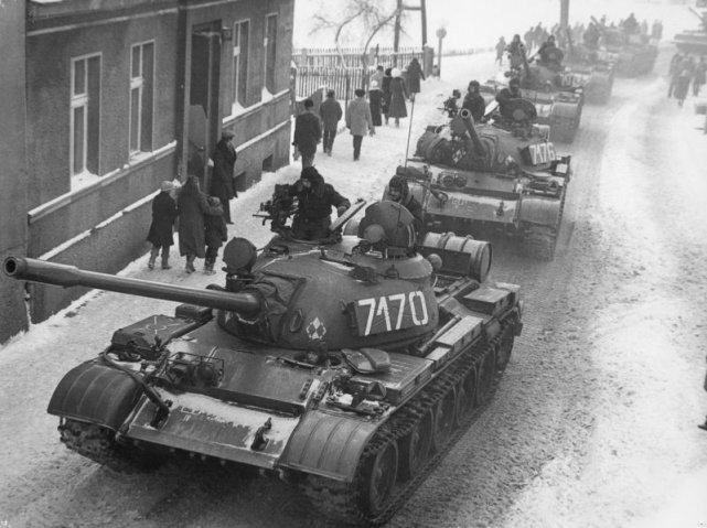 Czołgi T-55 podczas stanu wojennego w Zbąszyniu.