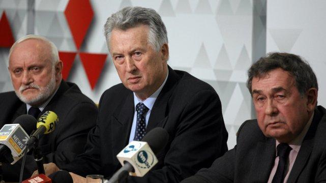 Państwowa Komisja Wyborcza. Od lewej : Kazimierz Czaplicki , przewodniczący Stefan Jaworski i Andrzej Kisielewicz .
