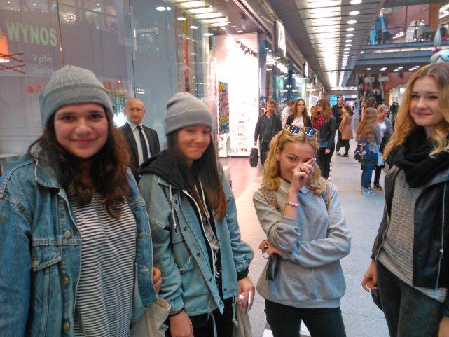 Nastolatki na zakupach w Starym Browarze