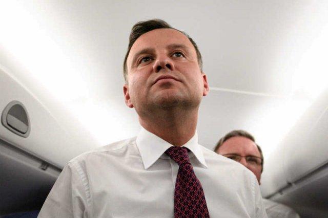 PiS próbuje załatwić Andrzejowi Dudzie nietykalność strasząc drugim Smoleńskiem.