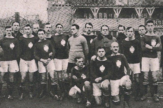 Reprezentacja Polski przed swoim pierwszym w historii meczem (18.12.1921)