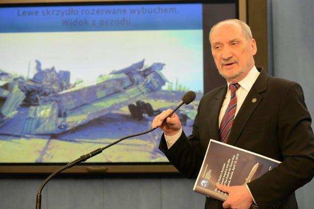 Antoni Macierewicz przypomniał o Smoleńsku podczas konwencji PiS