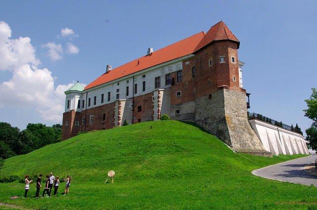 """Zamek Królewski w Sandomierzu. W jego podziemiach ma miejsca akcja niektórych scen """"Ziarna prawdy"""" Zygmunta Miłoszewskiego."""