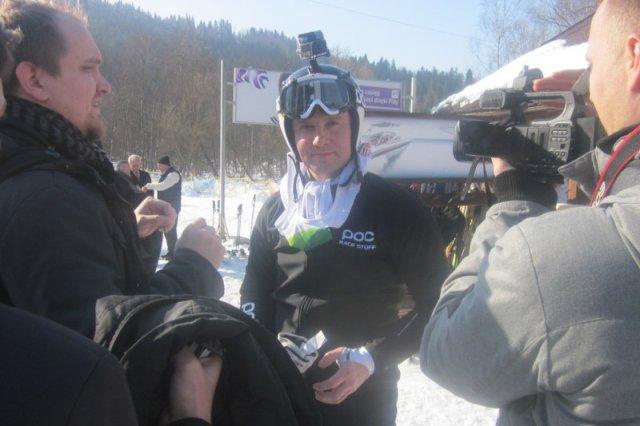 Nieswój Andrzej Duda wśród swoich na nartach. Wypadek posła Kwiatkowskiego