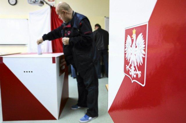 Ruch Kontroli Wyborów twierdzi, że wybory są fałszowane. Przygotował poradnik, który pomoże wykryć oszustwa.