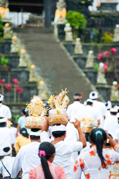 Balinese People At A Religious Hindu Festival At Besakih Temple Pura Besakih Bali Indonesia Matthew Williams Ellis Travel Photography Archives