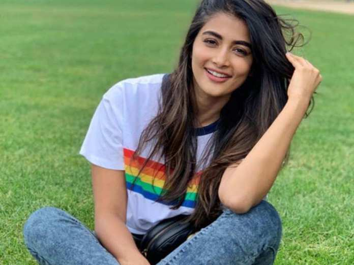 Bollywood Actress Pooja Hegde Hot Cute Stunning Pictures