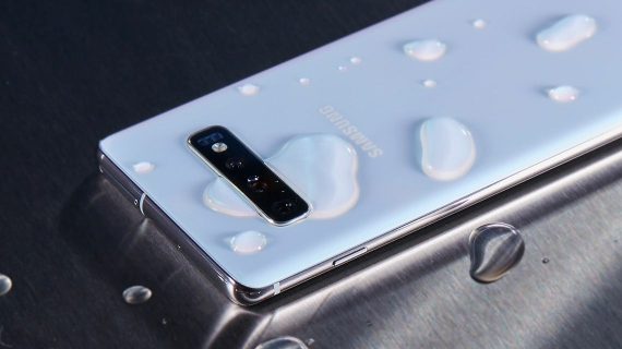 samsung galaxy s10 phone | The Phone That's Not Afraid Of Water