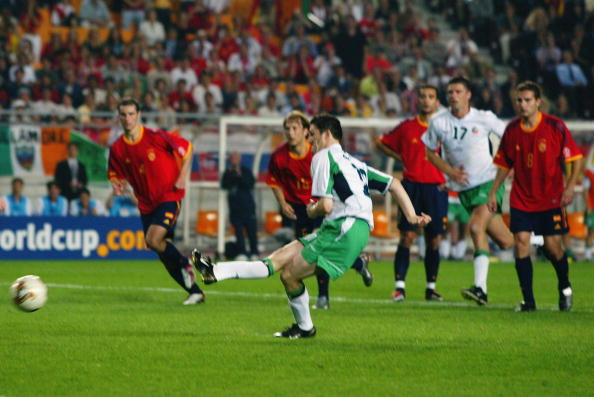 Robbie Keane of the Republic of Ireland scores a dramatic penalty kick