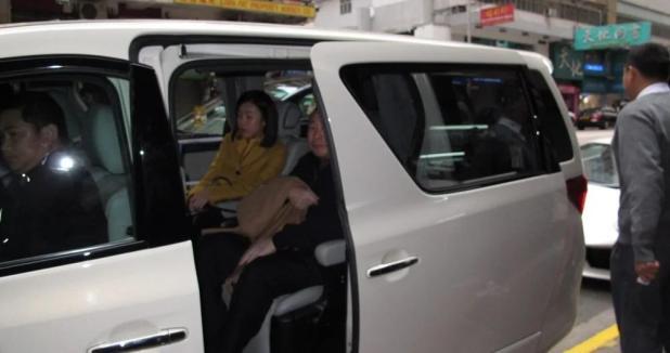 香港富豪劉鑾雄與二姨太攜子女餐廳共享天倫 組圖