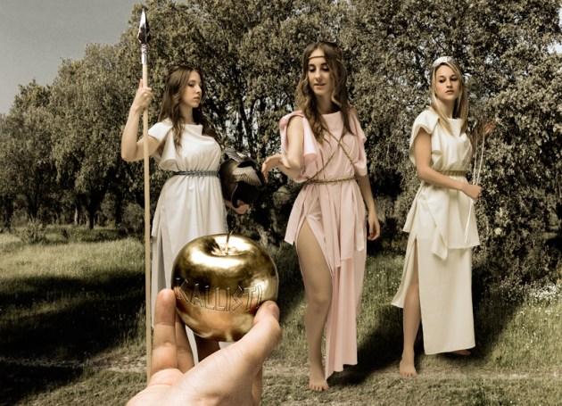 Resultado del Juicio: Paris entrega la manzana a Afrodita ganando la enemistad de Atenea y Hera.