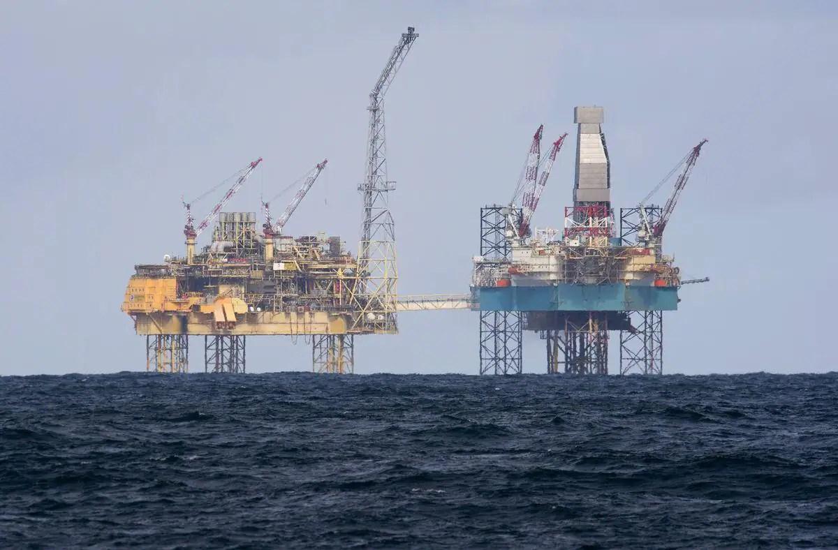 Avec la crise, le démantèlement des vieilles plateformes pétrolières à la dérive