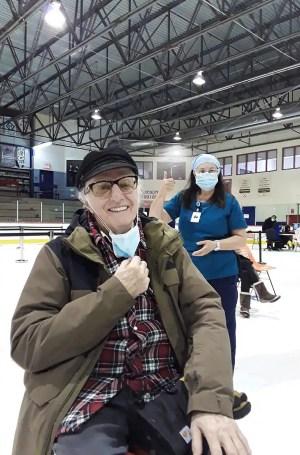 Gilles Vigneault est vacciné