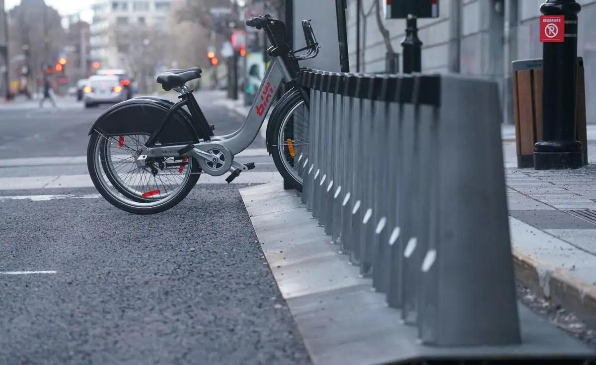 Devant le métro Saint-Laurent: jusqu'à 160 vélos pourront être stationnés