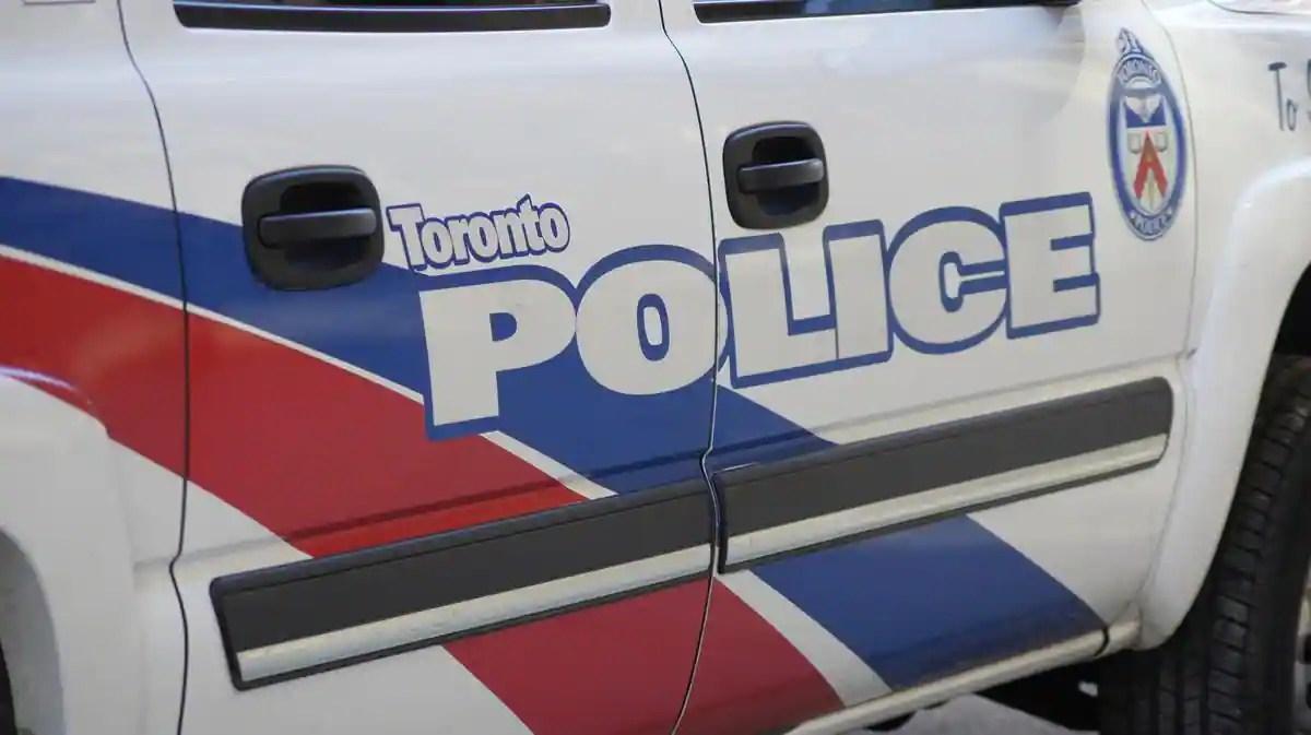 Une roue qui se détache tue un jeune automobiliste à Toronto