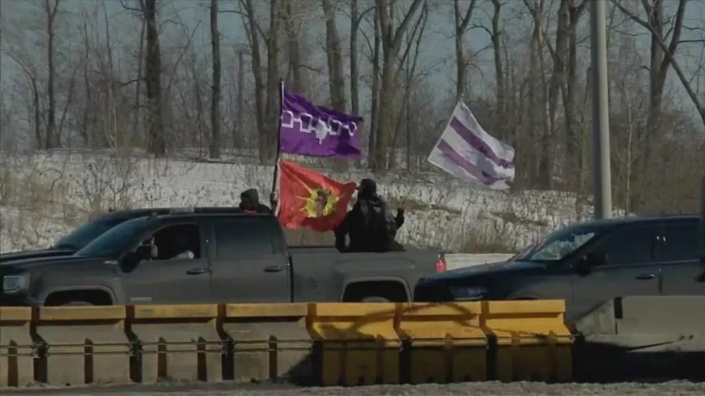Des autochtones manifestent près du pont Mercier