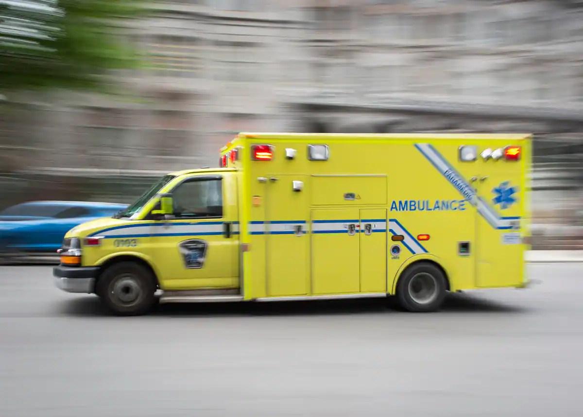 COVID-19: des enseignants et étudiants pourront aider les ambulanciers
